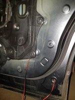 08_innere Verkleidung lösen-Durchgreifen-Kabel durchziehen.jpg